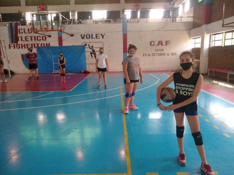 Vóley entrena en el Estadio Ángel Fenner