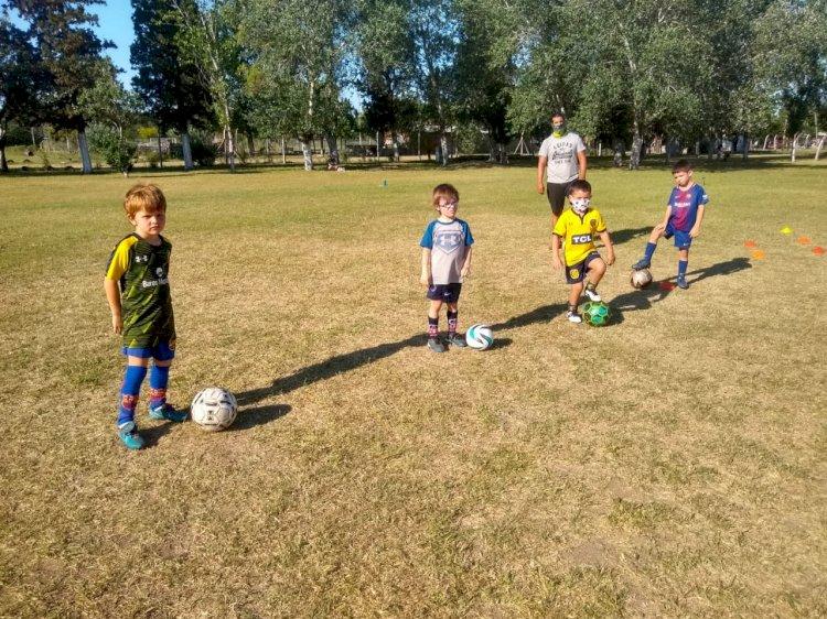 Fútbol Infantil brilla en el Anexo con los chicos