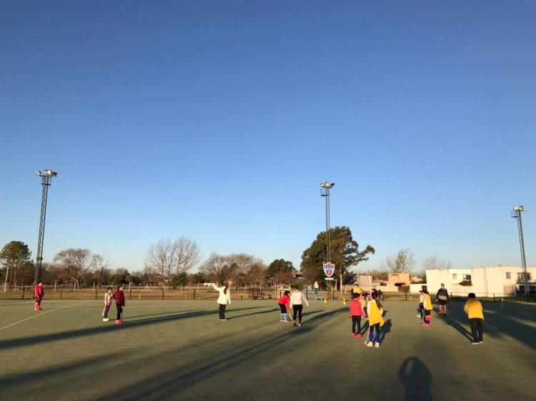 Escuelita de Hockey: actividades por el Día del Amigo