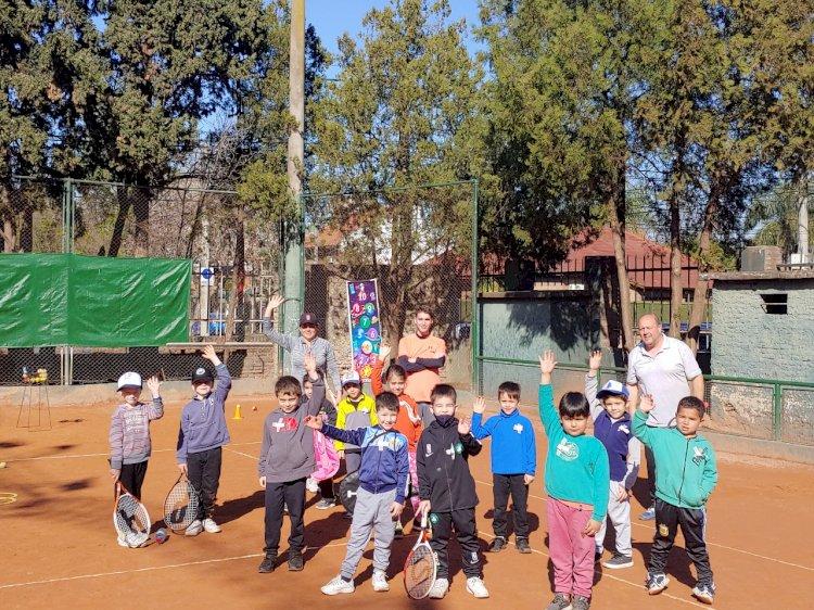 La Escuela de Tenis festejó el Día de la niñez